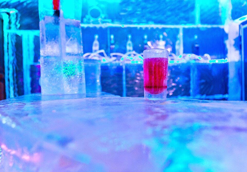 Cóctel bar de hielo